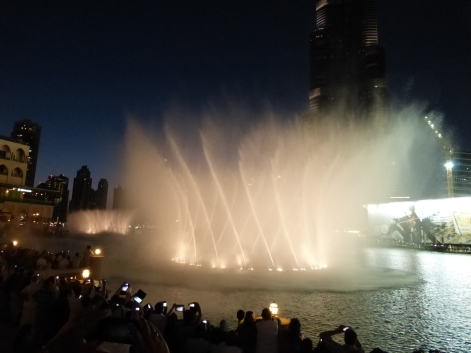 Dancing fountain at Burj Khalifa